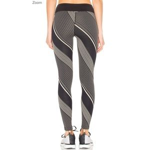 Yoga KORAL Axis Legging Tan Stripes & Black